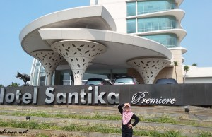 menulis review, review hotel, contoh review hotel, menulis review hotel, hotel santika review, hotel santika premiere khi review