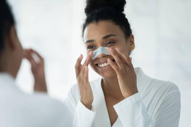 traiter efficacement et naturellement les points noirs sur le visage