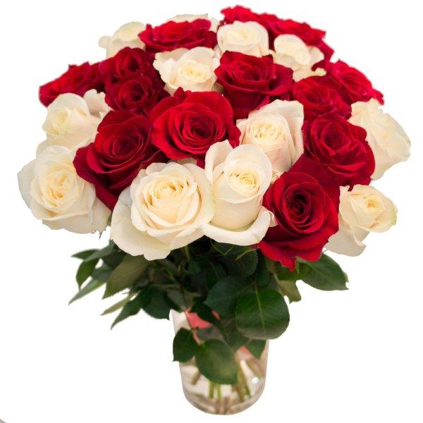 Букет 25 красных и белых роз RoseMarkt в СПб