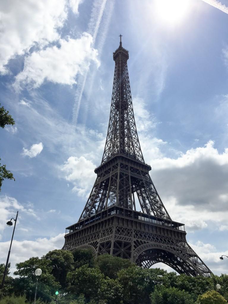 Eiffel_Tour_Paris_1st_day