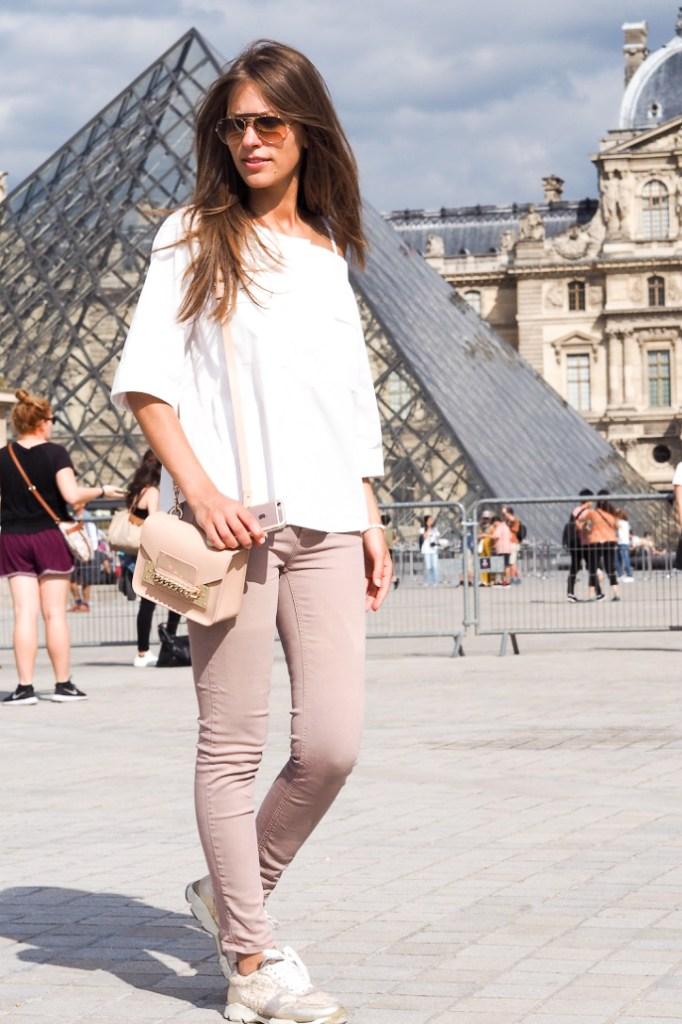 Le_Louvre_pyramide_Paris