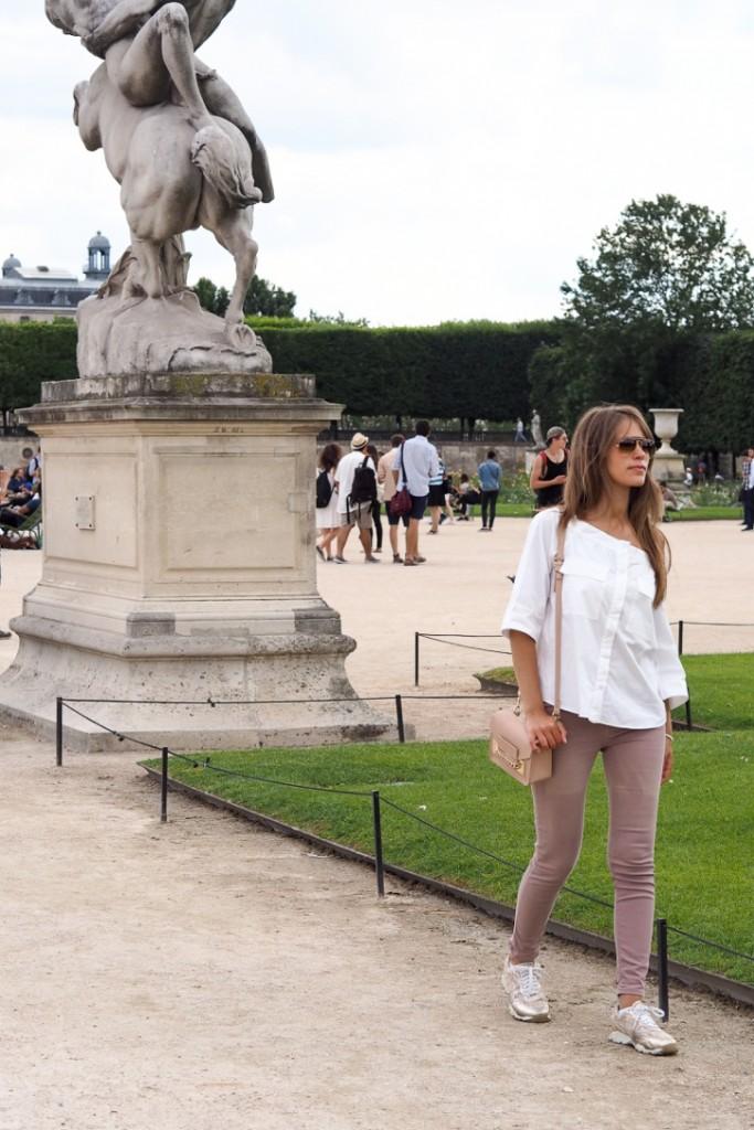 Gardens_Paris_Tuillerie_near_pyramides