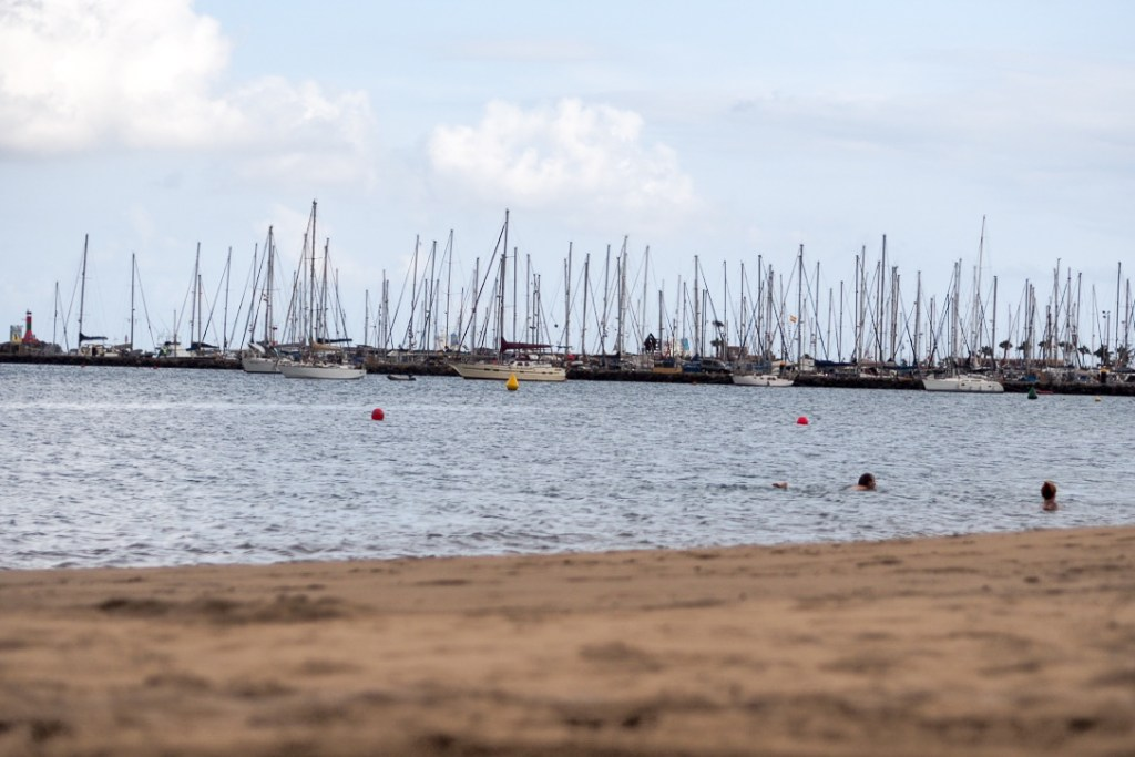Beach_in_the_city_of_Las_Palmas