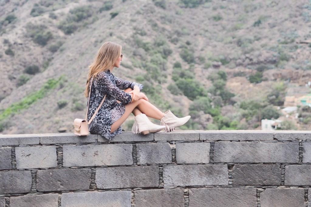 tenu_gris_leopard_vacances_boots