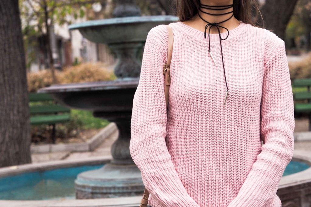 choker pink winter sweat