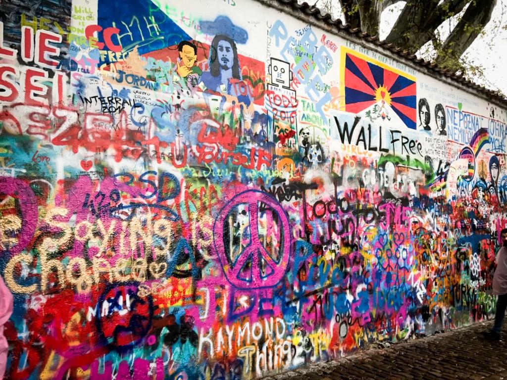 Lenon_wall_Prague
