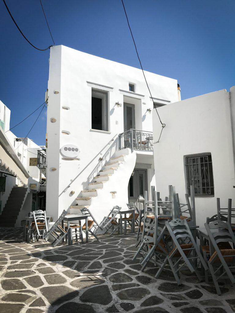 Rue_Naoussa_Paros_grece