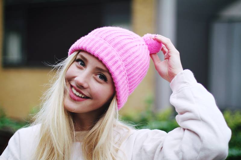 Framboise Fashion wearing RS pompom beanie