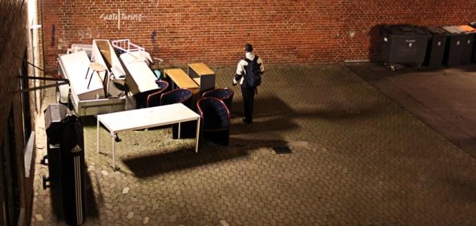 Gårdspladsen med nyligt doneret boksebold - Foto: Kasper Hjorth