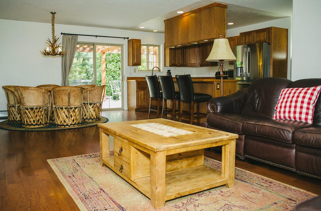 831LatigoLoop(8of17)livingroom_