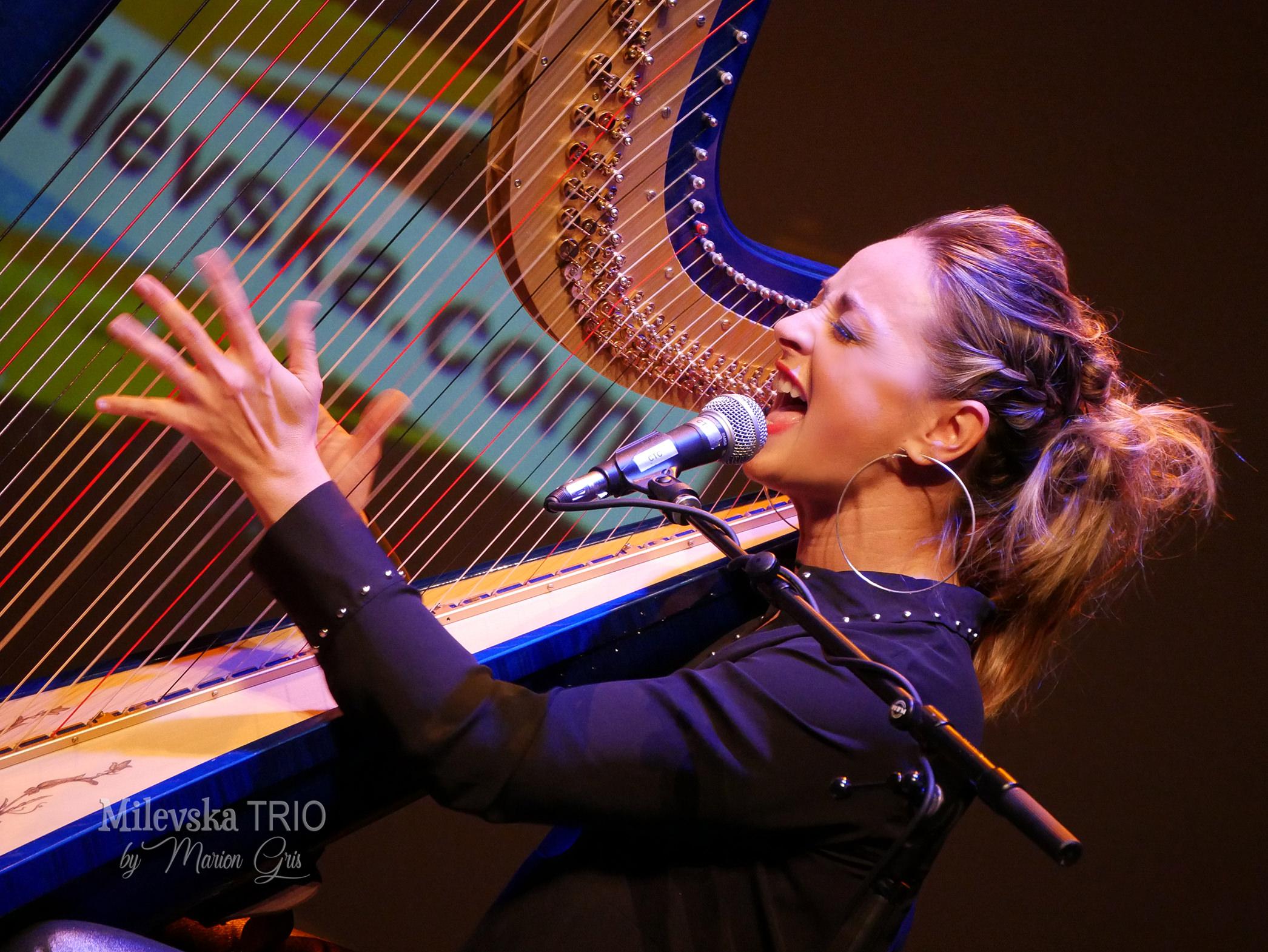 Rossitza Milevska harpiste chanteuse jazz festivals trio