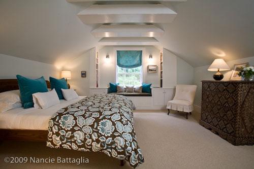 Rosslyn Attic Guest Bedroom (Credit: Nancie Battaglia)
