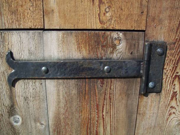 Strap hinge hand forged by West Coast Wood & Iron (Source: http://woodiron.ca)