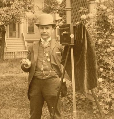 1907 Rosslyn Boathouse Photographer? (Source: Antique and Classic Cameras)