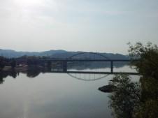 Die Autobahnbrücke der A92