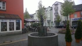 Die Deggendorfer Knödelwerferin im Altstadtviertel