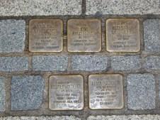 Stolpersteine in Deggendorf - Vor Schuhhaus Dettweiler