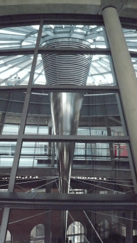 Lichtkegel der Kuppel im Reichstag
