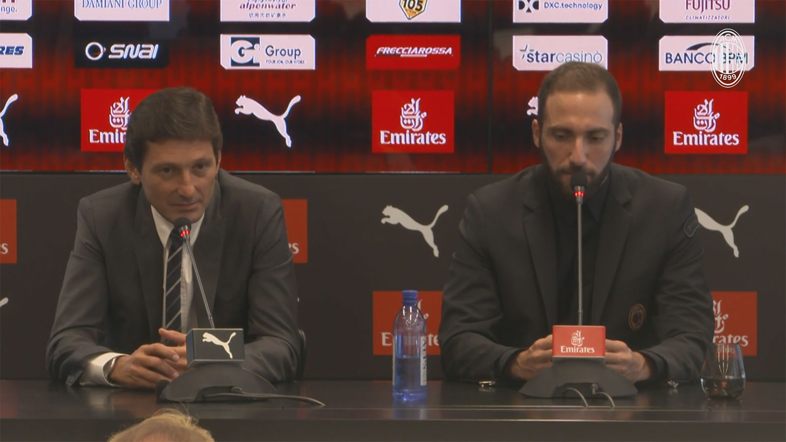 Leonardo and Gonzalo Higuain during the Argentine's presentation at Casa Milan on August 3, 2018. (@acmilan.com)