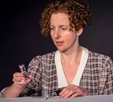 Carolyn Arnold as Laura Wingfield
