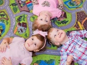 детки на ковре