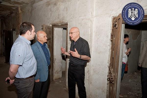 O fotografie cât o mie de cuvinte (de la dreapta la stânga): Radu Ioanid, Dinu Zamfirescu și Andrei Muraru la Râmnicu Sărat Sursa : IICCMER