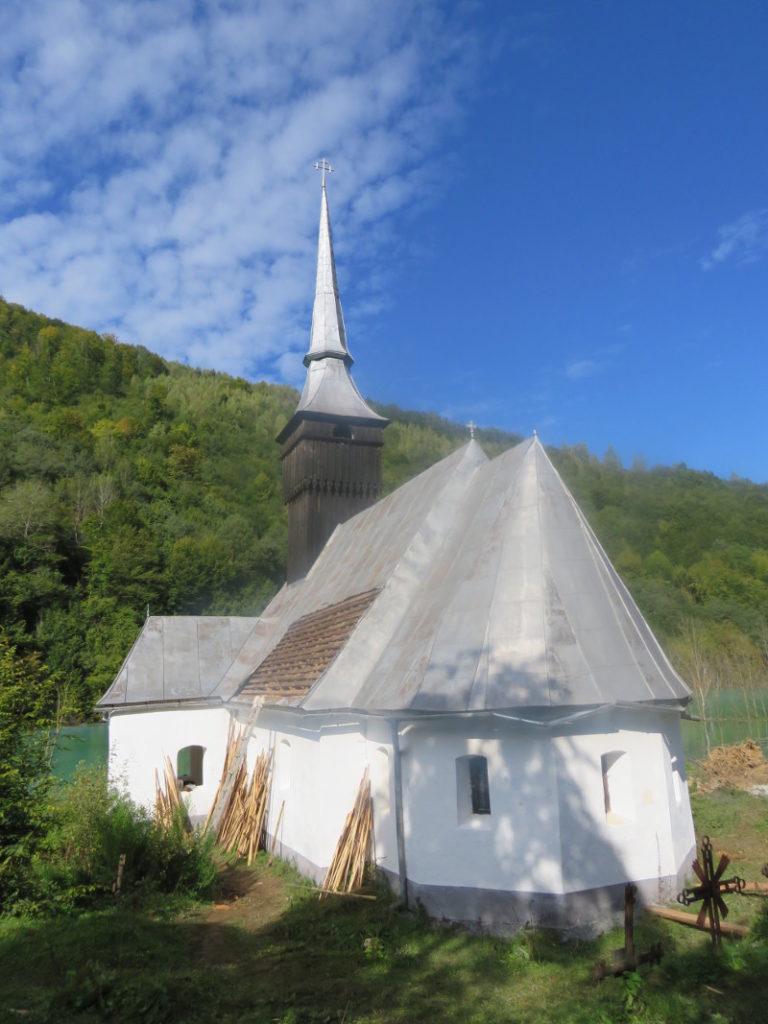 CAMPANIE. A început demontarea bisericii din Vința!