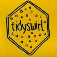 Tidyswirl을위한 실물 크기의 육각형 스티커는 의심스러운 모양으로 tidyverse 스티커와 유사합니다.
