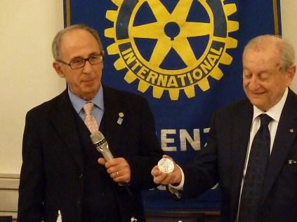 Il governatore 2012-2013 Franco Angotti (a sin.) con il presidente del RC Firenze Nord Alberto Tozzi