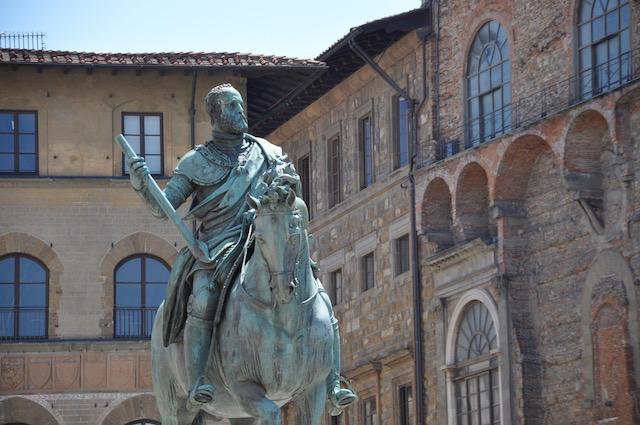 La statua di Cosimo I Medici in piazza Signoria a Firenze