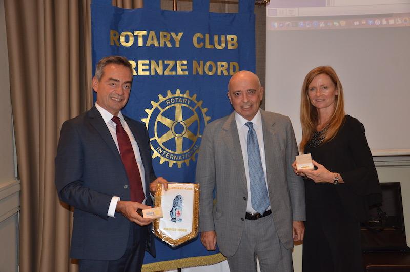 da sin. colonnello Maurizio Folliero, il presidente del RC Firenze Nord Sandro Addario e il tenente colonnello Loriana Armellini