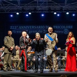 I maestri delle fanfare miliitari al termine del concerto per il 223° Anniversario del Tricolore