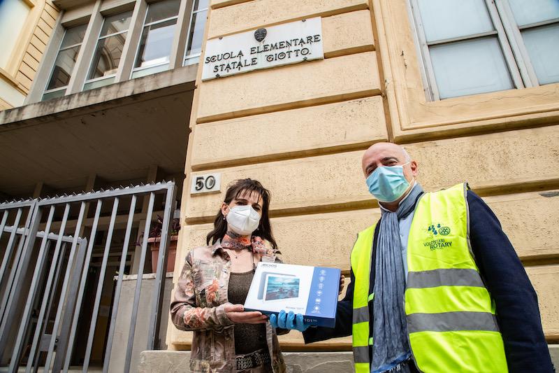 Consegna di tablet all'Istituto Comprensivo Masaccio di Firenze