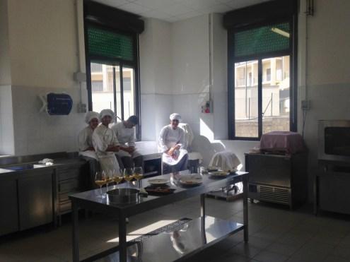11 dopo la gara, nella cucina dell'Istituto