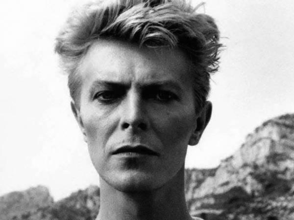 David Bowie (Photo Credit Helmut Newton). Op 4 mei vindt de Popquiz Marathon plaats in o.a. Rotterdam. Teamtickets via Rotown verkrijgbaar.