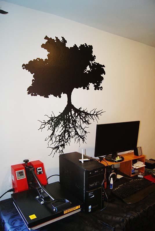 Vinilo decorativo árbol con raíces