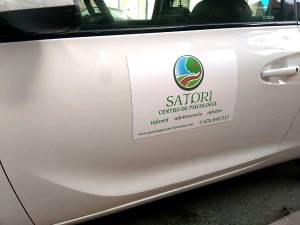 Imán para vehículo, una buena solución para tener la información de tu empresa en tu vehículo personal de quita y pon.