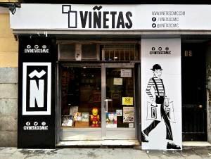 Trabajo de rotulación con vinilo impreso que hemos hecho para la fachada de la tienda de cómics especializada Viñetas.