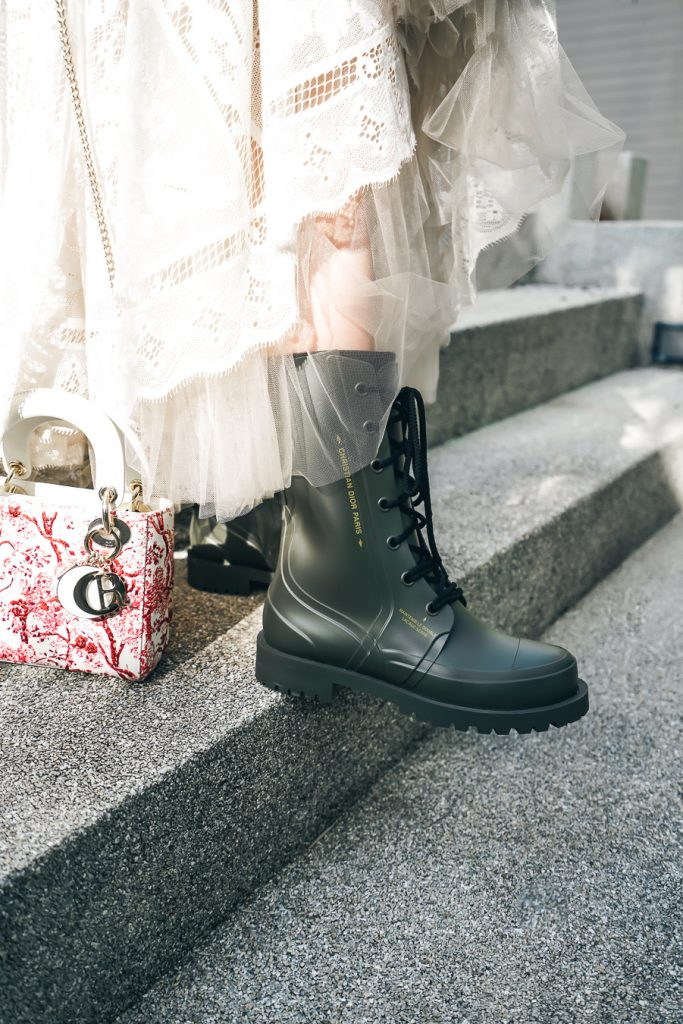 Diorcamp low boots in military green rubber, double lacing, yellow Christian Dior signature on the side, bee at the back