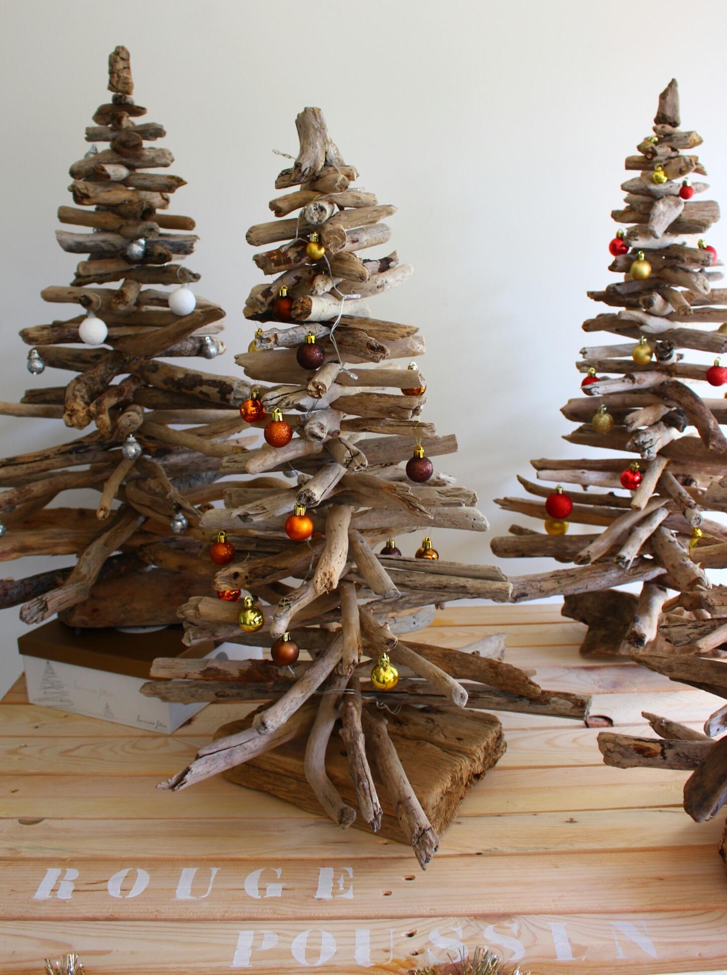 Fabriquer Des Sapins De Noel sapin de noël en bois flotté . . . - rouge poussin
