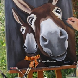 Selfie de deux ânes dont un porte fièrement le foulard catalan