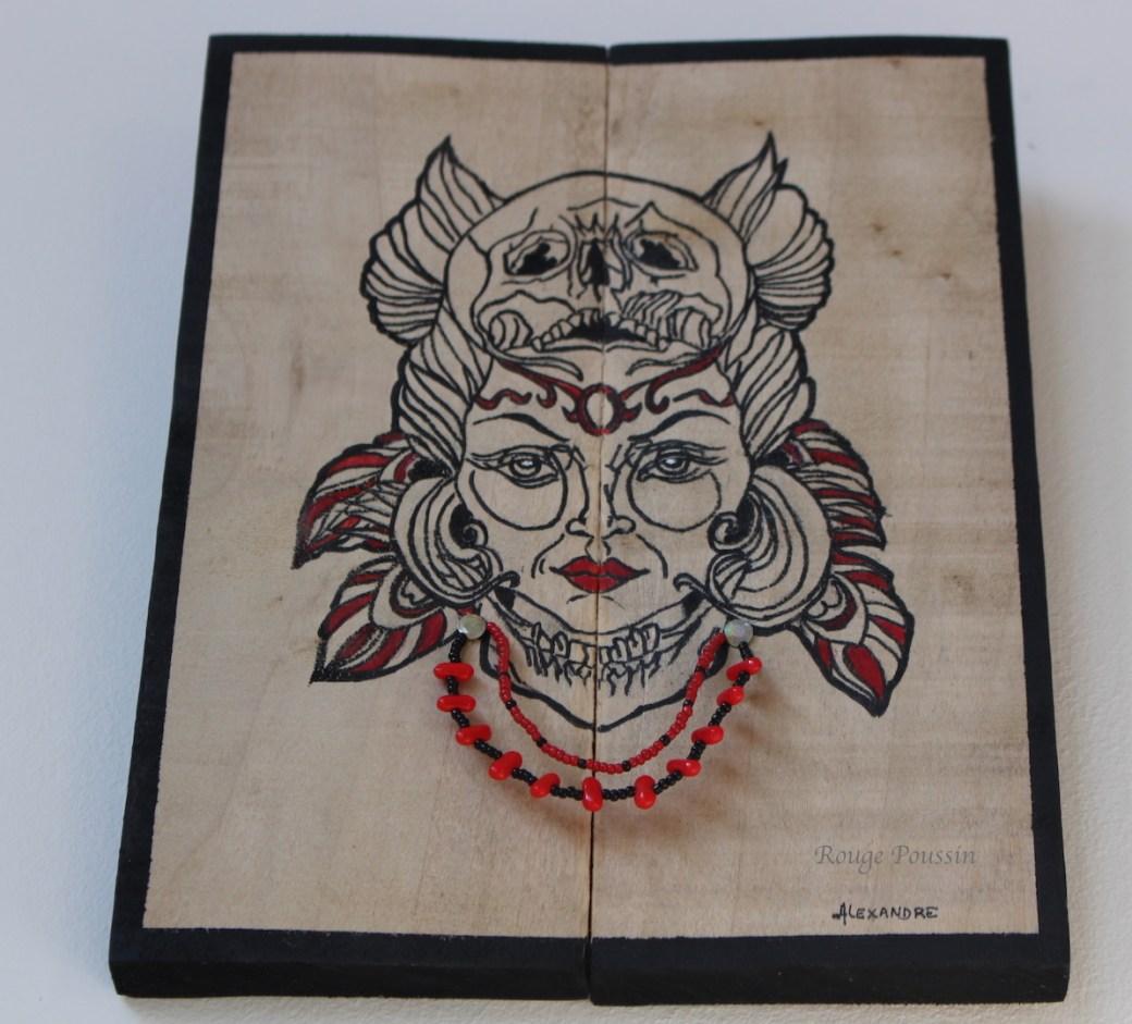 Vue sur les perles clouées sur le cadre en bois