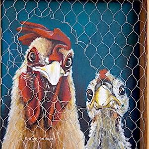 """Tableau à l'acrylique, représentant un coq et une poule qui regardent à travers un grillage légèrement ouvert. Tableau qui fait partie de la série intitulée : """"Viens ma poule, on se casse"""""""