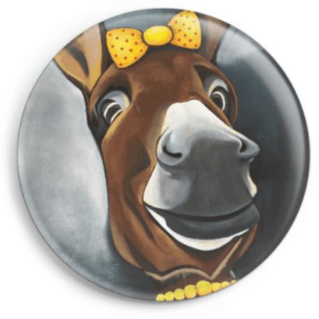 Le magnet Mistinguette représente le portrait d'une ânesse catalane, reproduction du tableau réalisé à l'acrylique par l'artiste peintre Carole Alexandre