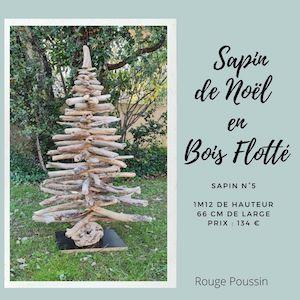 Sapin de Noël entièrement réalisé avec du bois flotté ramassé en borde de mer. Il mesure 1 m 12 de haut et 66 cm de Large.
