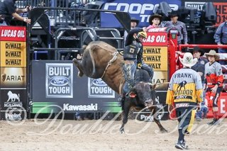 Jess Lockwood wins Round 1 of the 2017 PBR World Finals with a 90.25 on Big Dutch