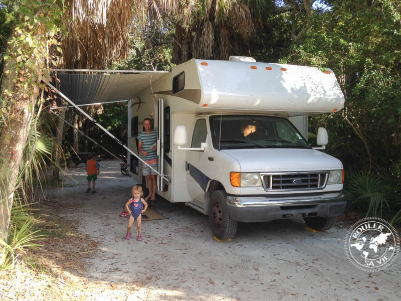 Notre emplacement de camping, boisé, intime.