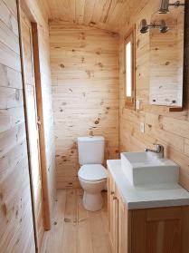 roulotte-salle-de-bain-lave-main-wc