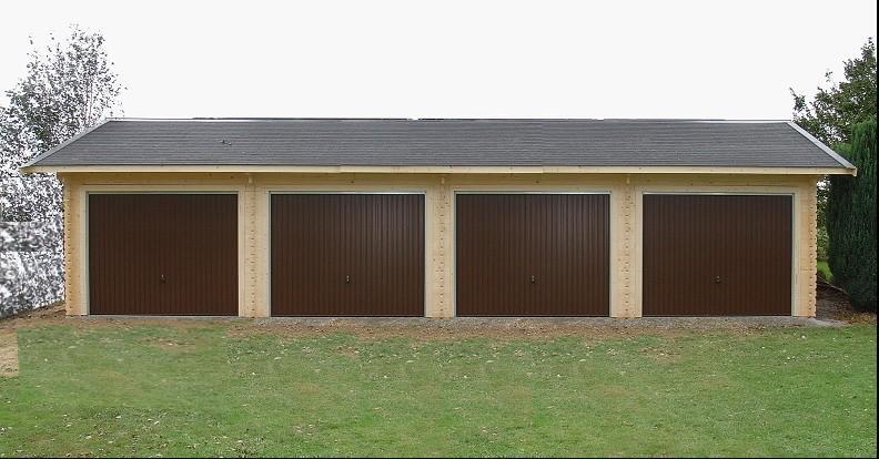 Garage en bois massif pour 4 voitures