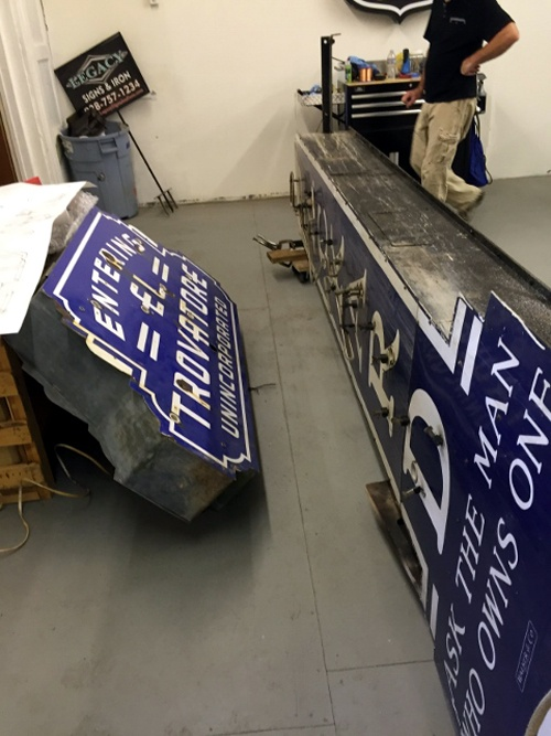 packard-and-el-travatore-signs
